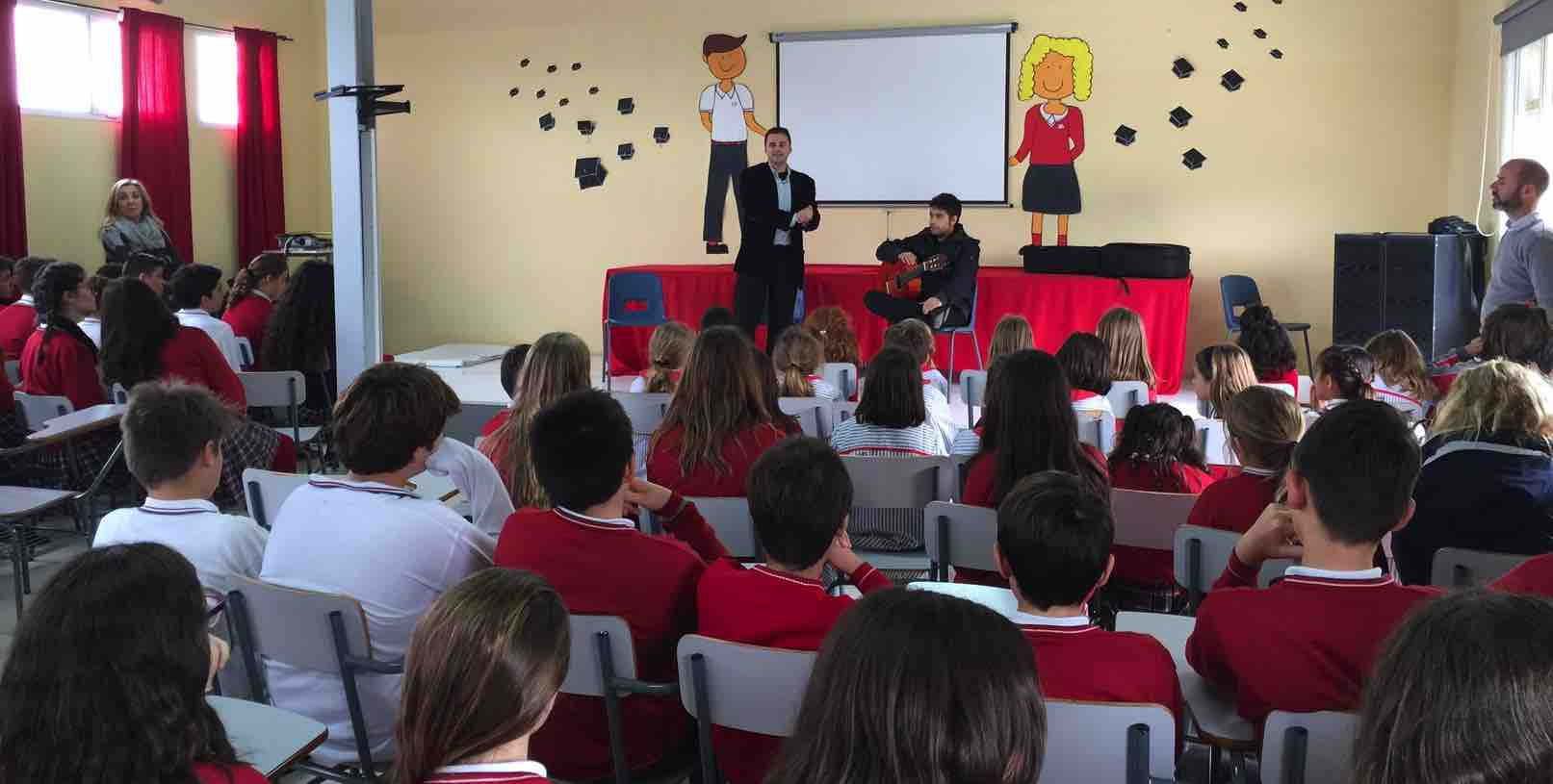 El cantaor Juan Pinilla acerca el flamenco a los alumnos del colegio El Pinar