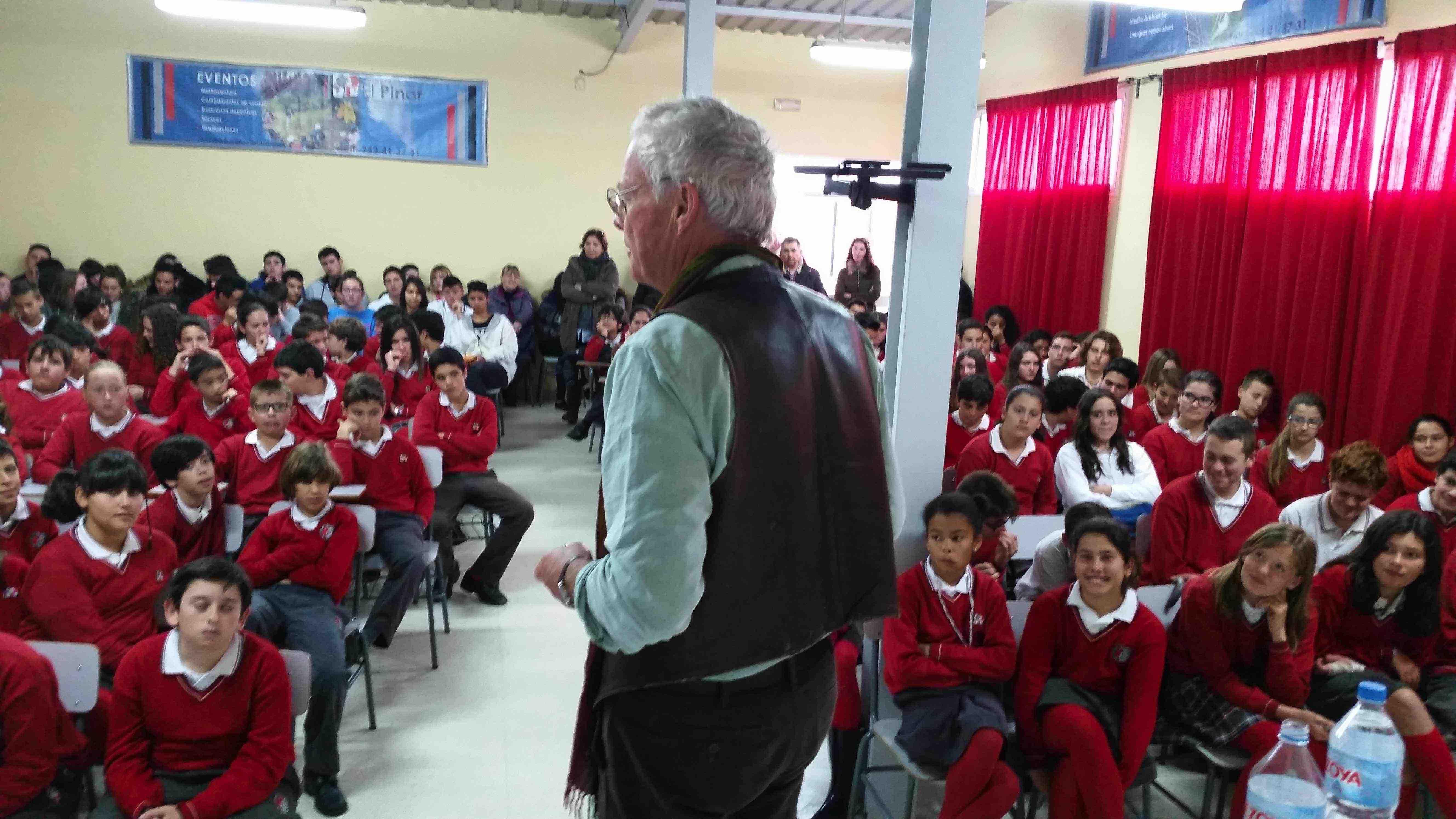 Chris Stewart anima a los estudiantes del Pinar