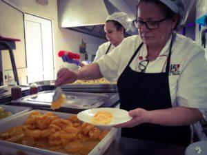 Cocineras en el comedor escolar del Colegio el Pinar de Málaga